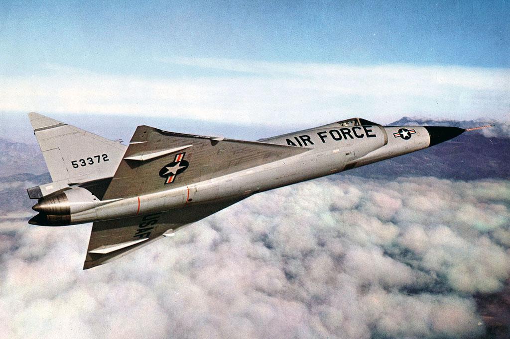 Pilots Explain How The Convair F-102 Delta Dagger Intercepted Soviet Bombers in The 1950s