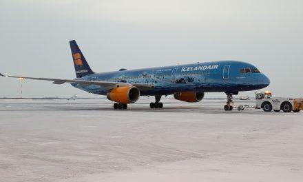 Icelandair's Boeing 757 special in Edmonton, 3 November 2017.