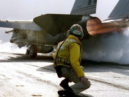 F – 14 Tomcat