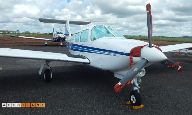 Piper PA-28RT / Embraer EMB-711ST