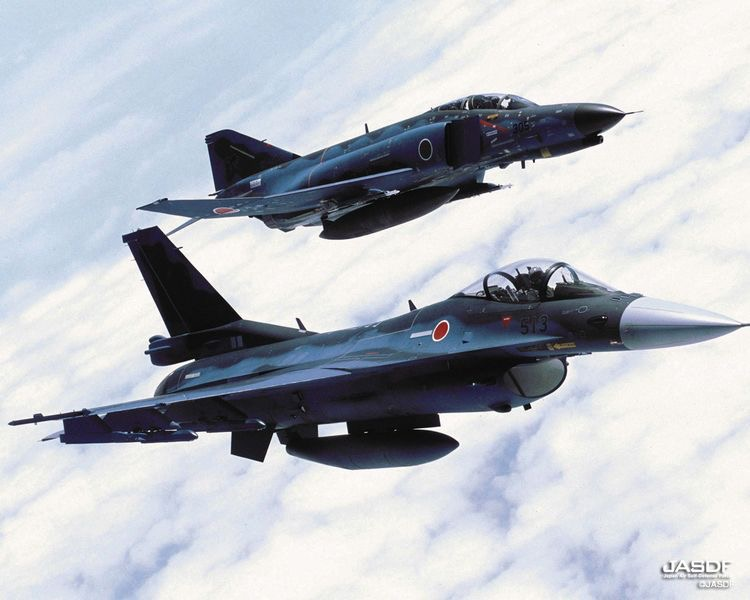 An F-4J Phantom and a Mitsubishi F-2 of JASDF flying in formation.