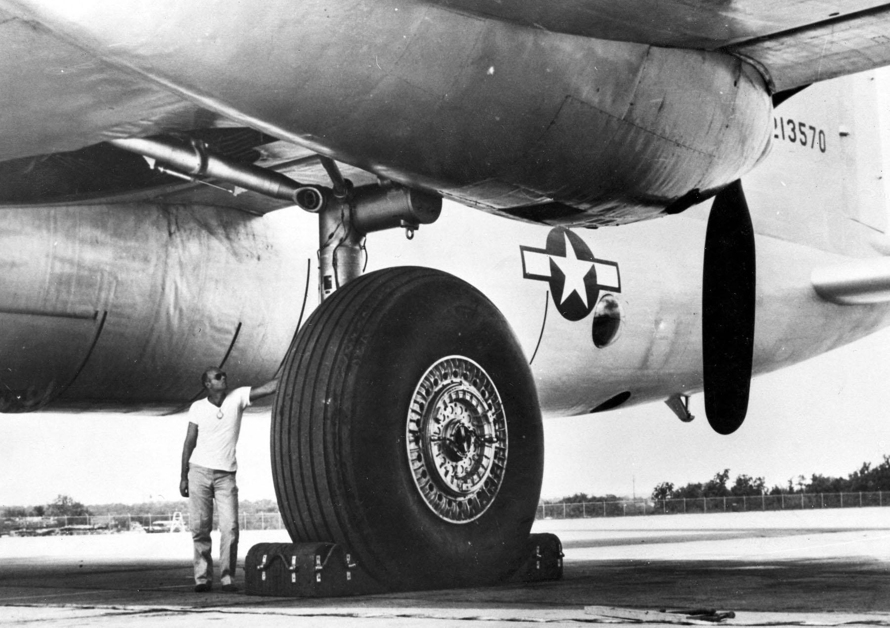 #AirplaneWednesday – What aircraft type?