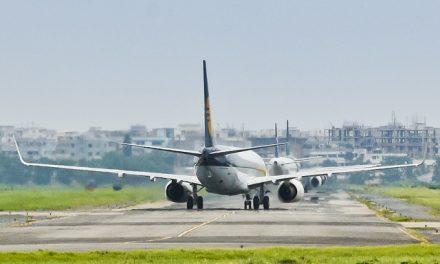 3 aircraft at the taxiway at the same time: