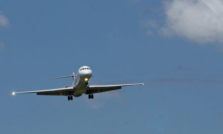 United Airways MD-83 struggling to maintain course due to cross wind at Runway 14 end.